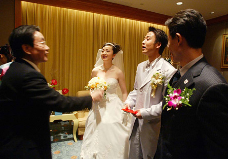 婚礼沪上举行 申花总经理楼世芳道贺