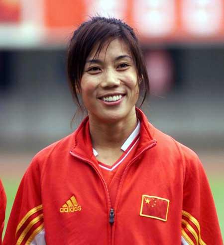 女足四国赛中国0比0美国 范运杰笑容可掬