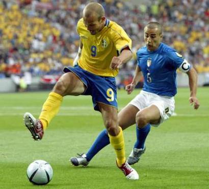 意大利vs瑞典 永贝里突破卡纳瓦罗