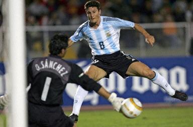 [图文]-美洲杯墨西哥1:0阿根廷 扎内蒂射门时 体