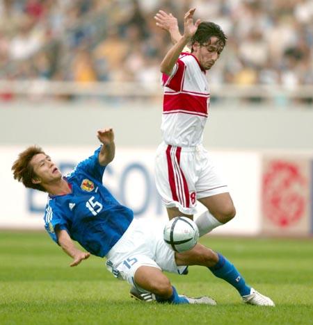 亚洲杯日本1 1约旦 福西崇史倒地铲球