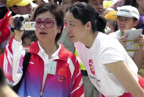 奥运冠军参观金紫荆广场 女排队员陈静