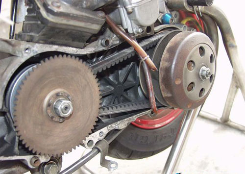 使用二冲程发动机的dio,介绍其在改装上的攻略.