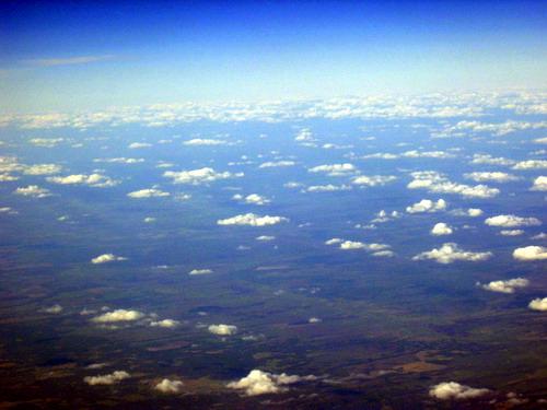 飞机上的云海,简单处理一下图片,雾气蒙蒙退去,变成了星星点点