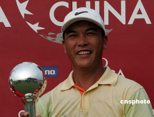 中国高尔夫巡回赛上海站 老将张连伟获得冠军