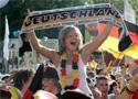 德国球迷庆祝进球
