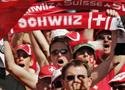 瑞士球迷摇旗呐喊