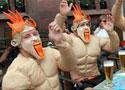 装束怪异的荷兰球迷