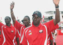 特立尼达队回国受欢迎