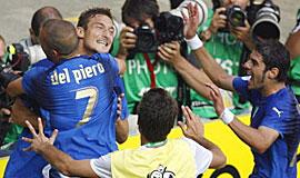 托蒂点球命中 意大利淘汰澳大利亚