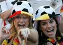 赛后德国球迷庆祝胜利