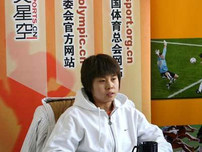 冠军王��:正努力学英语跟父母用QQ聊天