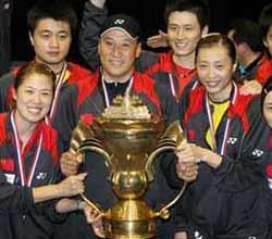 三盘横扫印尼 中国羽球第六次捧起苏迪曼杯