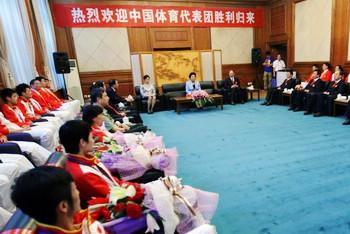 伦敦奥运会中国代表团载誉回京