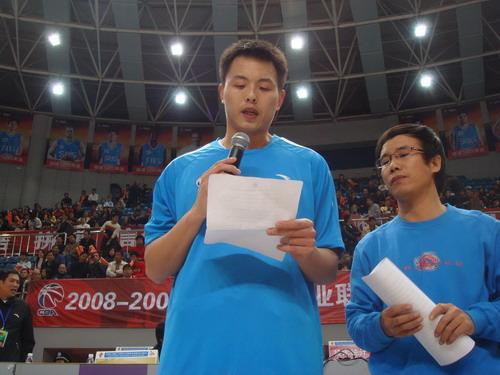 向志愿者学习龚松林表态 要进学校当次篮球老师