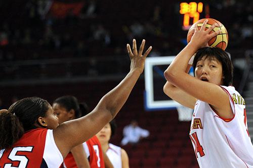 女篮球员关注孙凤武上任 张晓妮 孙指导很细腻